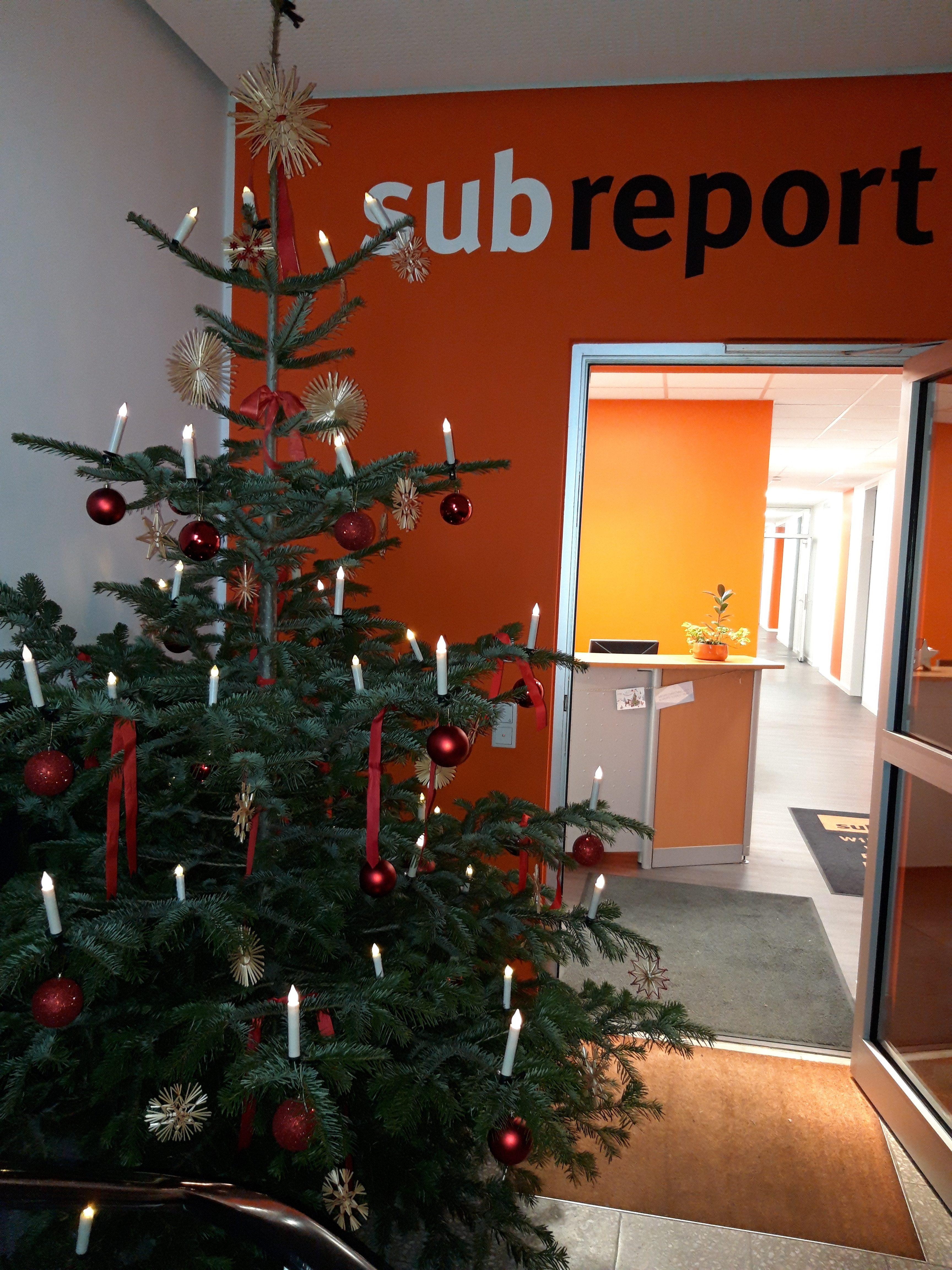 Weihnachtsbaum Der Guten Wünsche.Ein Frohes Weihnachtsfest Und Die Besten Wünsche Für Das Neue Jahr
